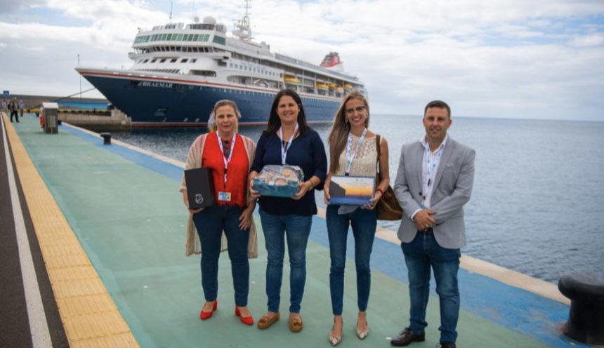 El crucero Braemar atraca en el Puerto de Gran Tarajal con mil turistas a bordo