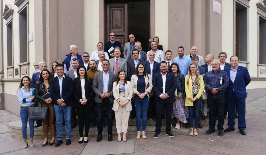 Esther Hernández traslada las demandas de Tuineje a la consejera de Turismo del Gobierno de Canarias