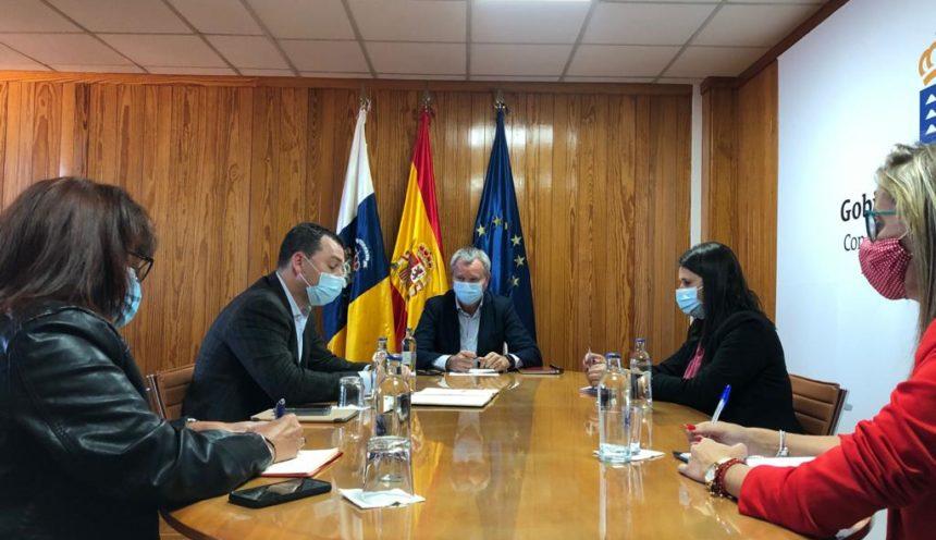 El Gobierno de Canarias traslada al Ayuntamiento que pronto se dispondrá del estudio de alternativas para el muelle de Gran Tarajal