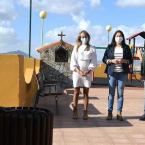 Más bancos y papeleras para el municipio de Tuineje